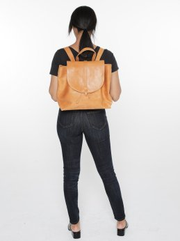 Tirhas_Backpack_Cognac_Studio3